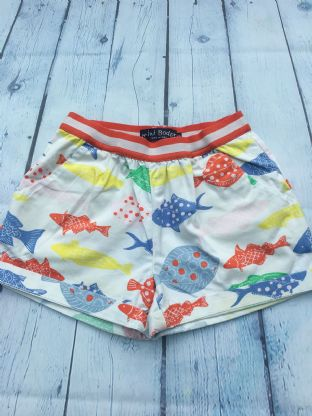 Mini Boden white shorts with multi-coloured fish print age 7 (fits age 6-7)